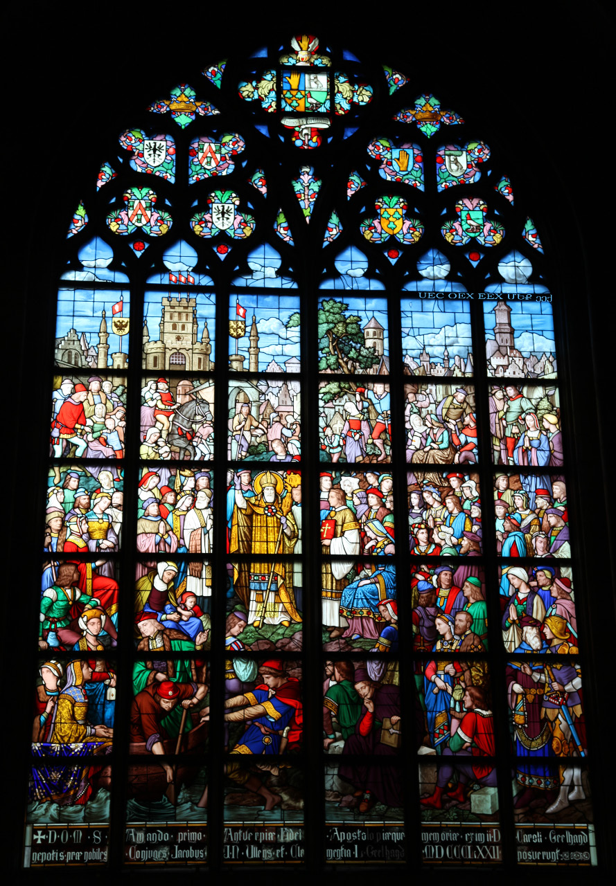 uec_be_antwerp_kathedraal_glass_fidei_apostolo