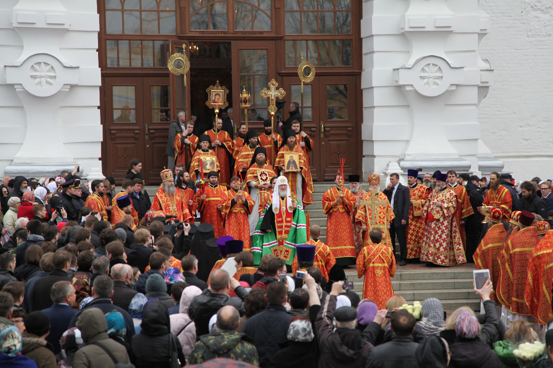 Assumption Cathedral and people and prelates and patriarch